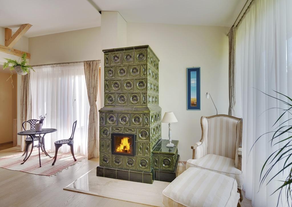 Skrotený oheň, pohoda a útulná domácnosť, relax pri krbe