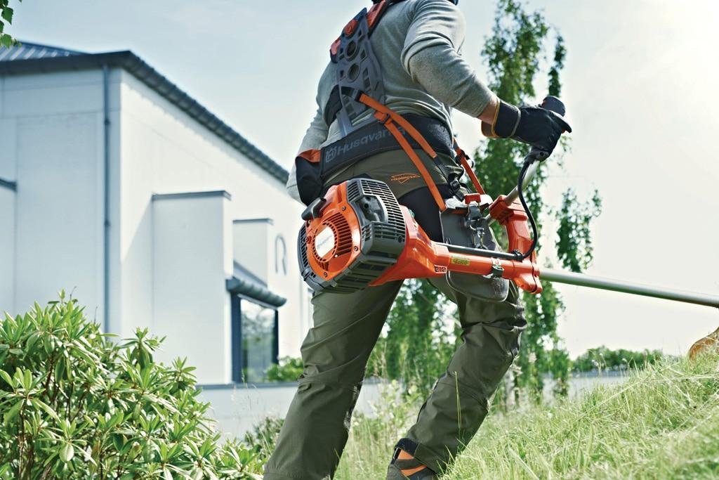 Trávnik je vizitka každej záhrady, ako ho správne prebudiť k životu, H250-0088