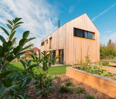 Súťaž staviteľov drevodomov – Drevostavba roka 2019 bola vyhodnotená len odbornou porotou, 1 Rodinny dom Bratislava, Usporne drevodomy, Krasno nad Kysucou