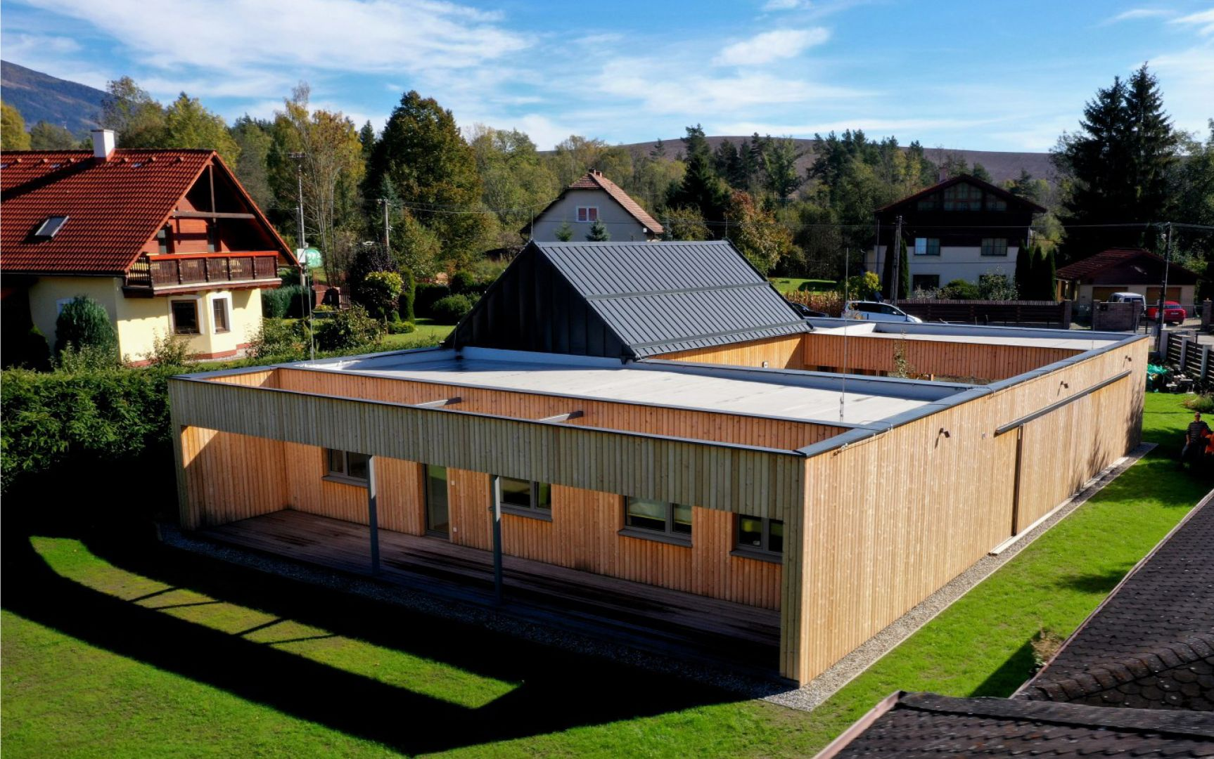 Súťaž staviteľov drevodomov – Drevostavba roka 2019 bola vyhodnotená len odbornou porotou, 2 Rekreacny dom Smrecany, Kontrakting krov hrou, Zilina