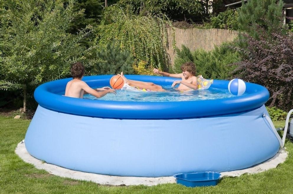 Ako vybrať materiál, na rodinné bazény – výhody vlastného bazénu, gumovy