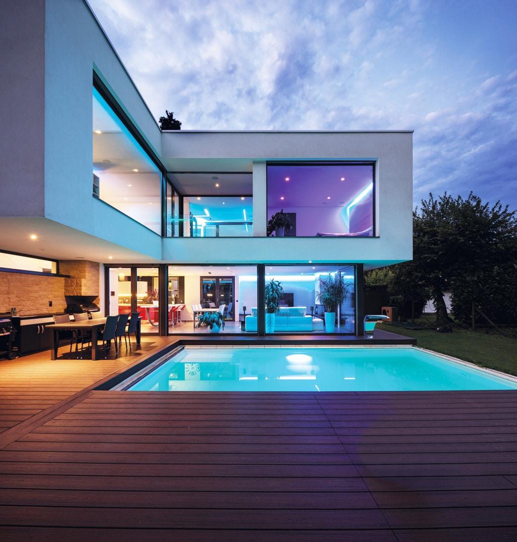 Ako vybrať materiál, na rodinné bazény – výhody vlastného bazénu, luxusny