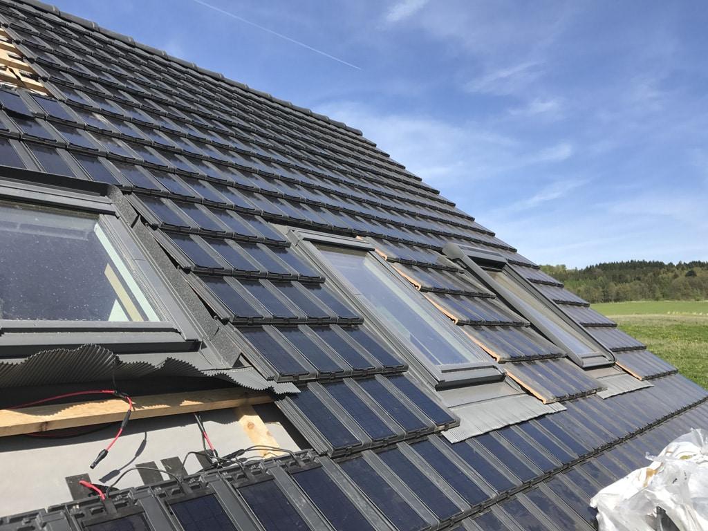 Slnečná energia z obnovovaných striech, fotovoltaický systém, ktorý je integrovaný do škridiel