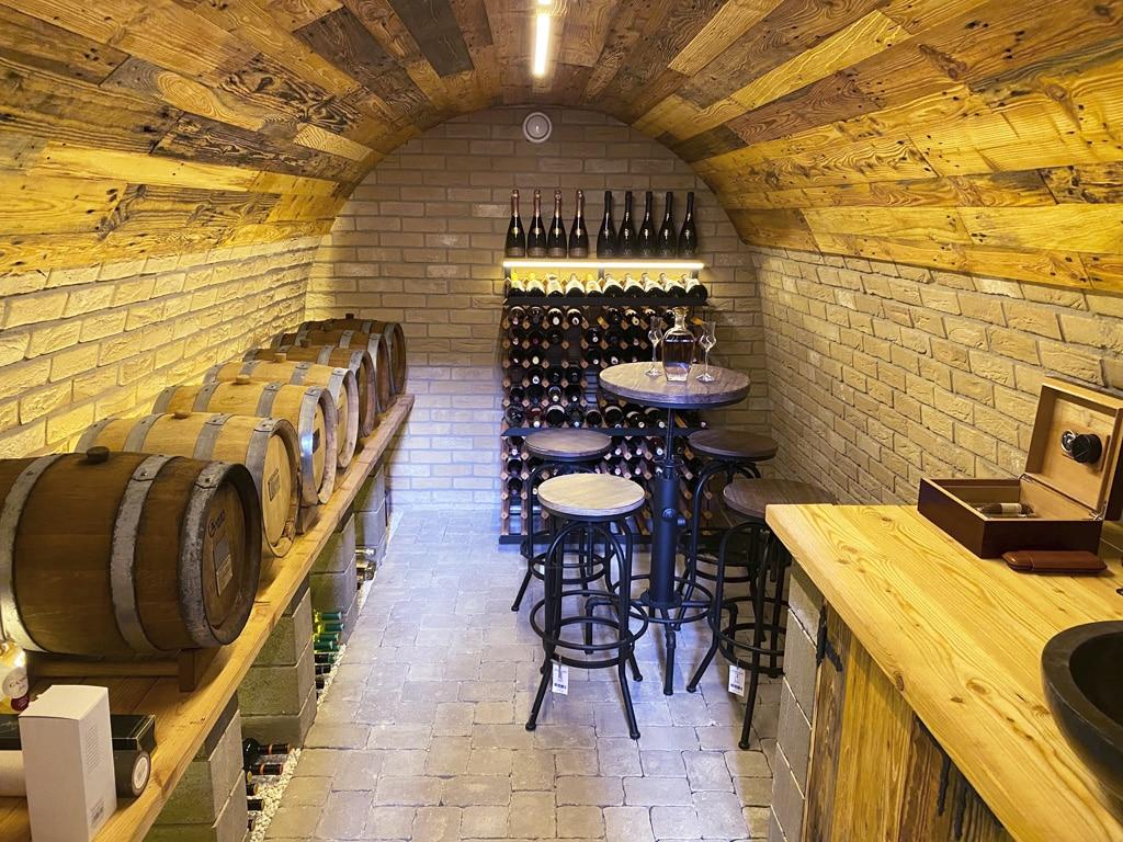 Vonkajšie pivnice, vino, zeleninu, posedenie s priatelmi