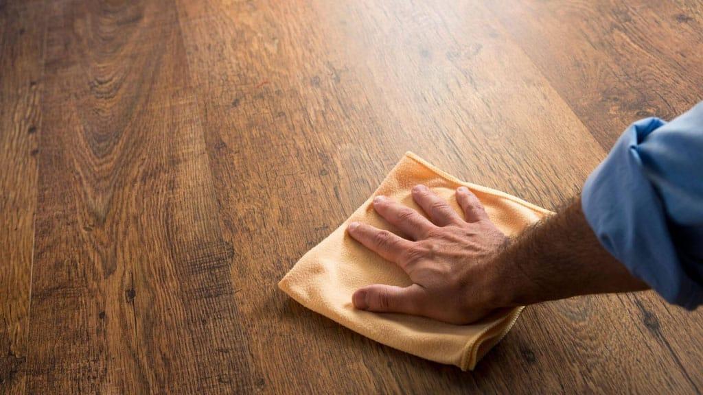 Podlahy, vhodné aj pre domácich miláčikov, tvrde-drevo, starostlivost o podlahu
