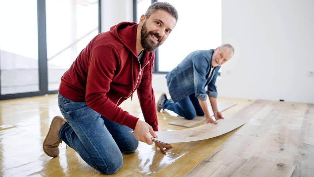Podlahy, vhodné aj pre domácich miláčikov, vinylova-podlaha, pokladanie podlahy
