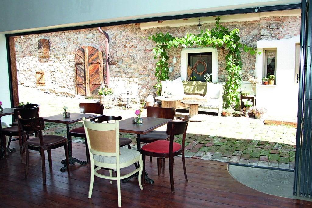 Malé rodinné vinárstvo Chvostek, terasa