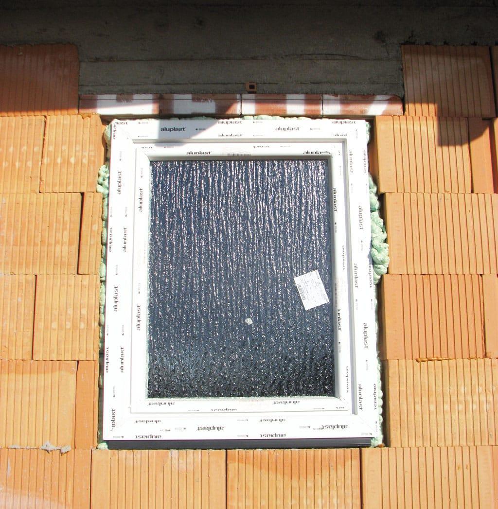 Chybna montaz okna, pur pena