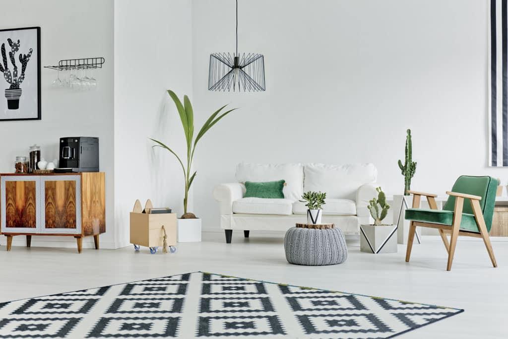 6 jednoduchých tipov, ako si lacno a rýchlo zariadiť štýlovú obývaciu izbu, Nebojte sa rôznych štýlov, textúr a materiálov