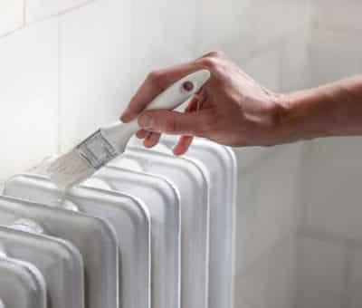 Nastal pomaly čas na jesenné rekonštrukcie a úpravy 3 tipy, ako namaľovať radiátor