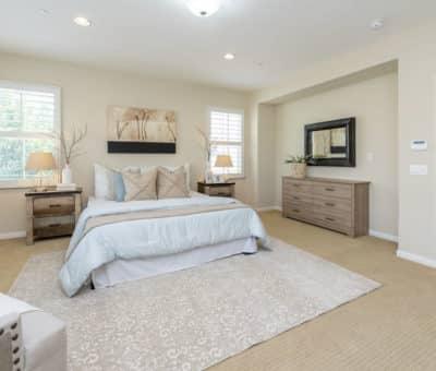 5 tipov ako si zariadiť spálňu aby bola dokonalá a harmonická, Zrkadlá v spálni, Umiestnenie postele