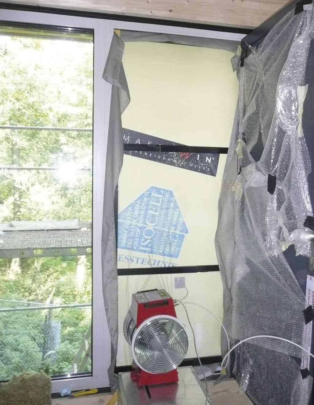 Blower door test alebo test vzduchotesnosti budovy – straty tepla