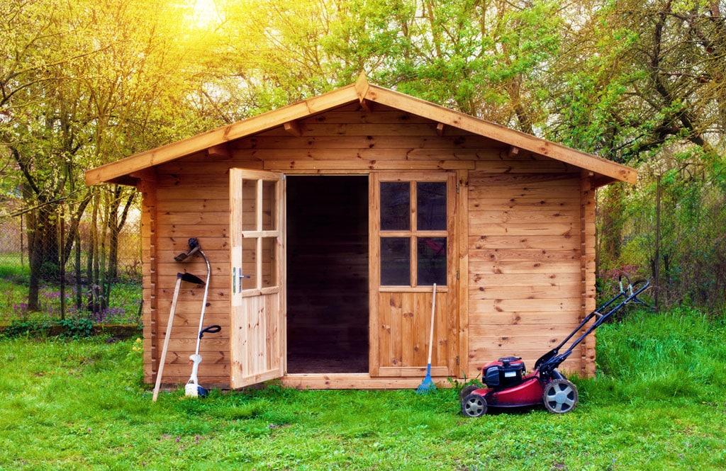 Záhradný domček patrí neodmysliteľne k záhrade