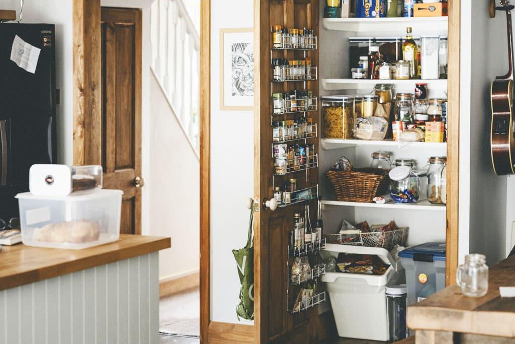 Praktické rady, ako si upratať špajzu raz a navždy, neplytvajte jedlom