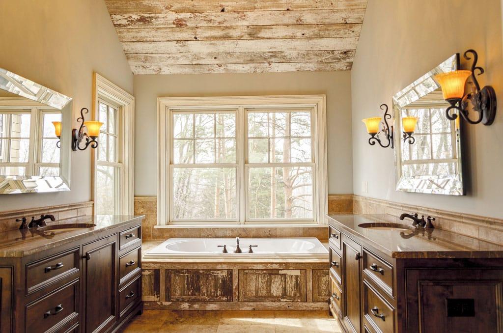 Zútulnite si domov vďaka vintage štýlu – stačí kúsok histórie, Vintage v kúpeľni, kovové detaily s patinou