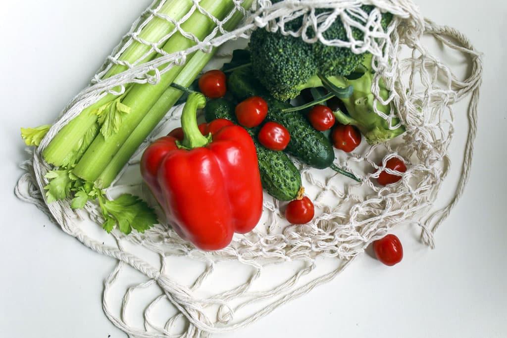 Zero waste Ako na bezodpadovú domácnosť a ekologickejší životný štýl, Vymeňte igelitky za látkové tašky