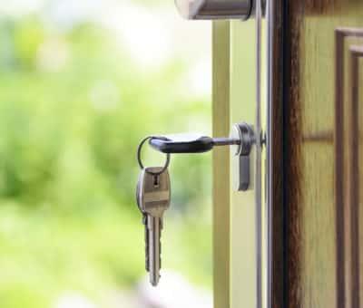3 TIPY, ako vybrať bezpečnostné dvere do bytu alebo domu