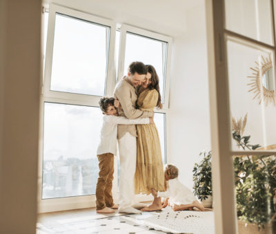Chcete zariadiť malý byt pre veľkú rodinu prakticky a útulne