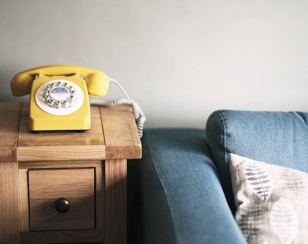 Retro štýl vytvorí romantickú atmosféru, starý nábytok po rodičoch v modernom byte, retro je stále in