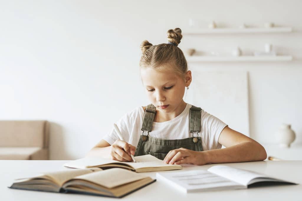 Pracovný kútik v detskej izbe: Perfektné miesto pre malých školákov. interier, detska izba