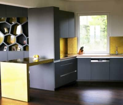 Sklenené kuchynské zásteny hlásia návrat, kuchyna na mieru, interier, Ingenio, montaz kuchyn Bratislava