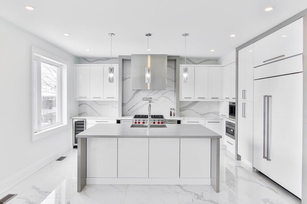 Čistý a moderný minimalizmus, kuchynsky ostrovcek