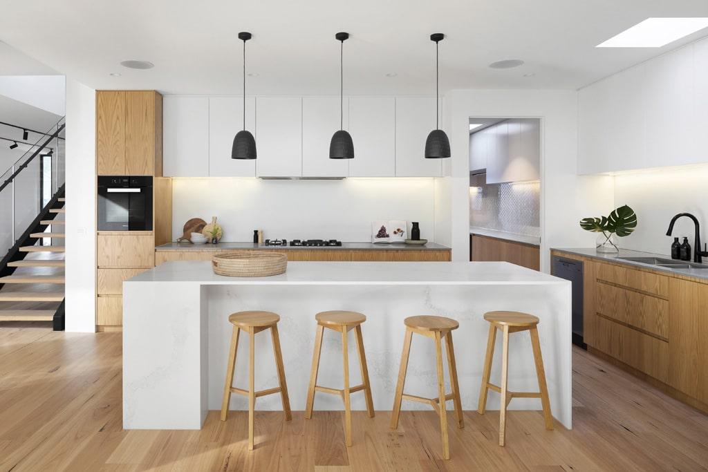 Masívny ostrovček s barovým sedením, interier, kuchyna, kuchynsky ostrovcek