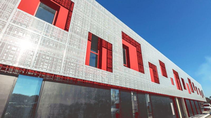 Jedinecna fasada, Perforované materiály záruka nadčasového a funkčného dizajnu, exterier, fasada z perforovaneho materialu, Perfora