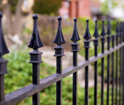 Kovové ploty: Trend, ktorý sa vrátil v novom šate za prijateľné ceny, exterier, bezpočnosť a súkromie