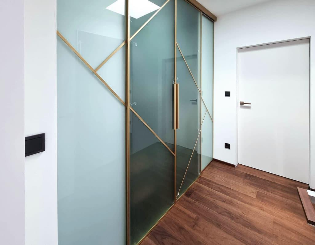 Sklenené priečky riešenie do bytu aj do kancelárie, interier Ingenio