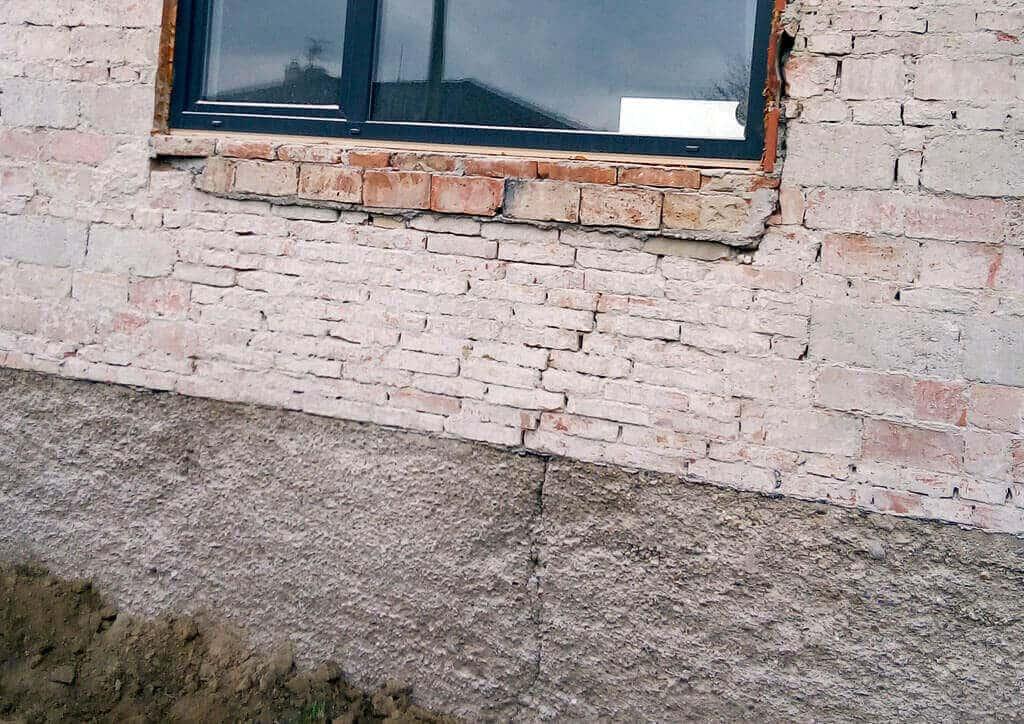 Aká je príčina vzniku prasklín v stenách a stropoch stavieb, zvysla prsklina na dome, technologie, sanacie