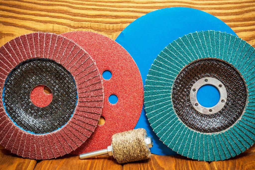 Povrchová úprava dreva – brúsivá, brúsenie a brúsne prostriedky, interier, dom, byt
